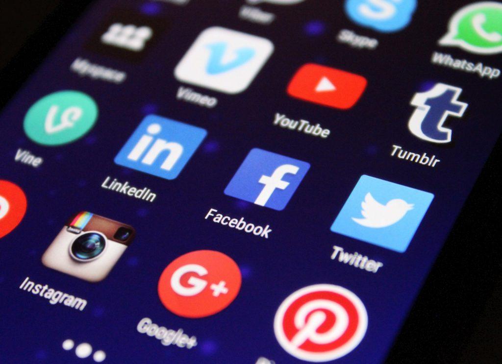 Redes sociales en el teléfono