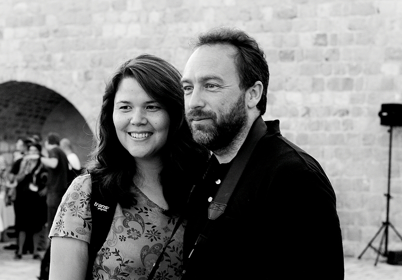 Jimmy Wales y Christine Rohan