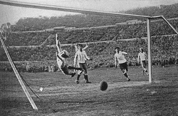 Cuarto gol de Uruguay contra Argentina en la final del Mundial de 1930