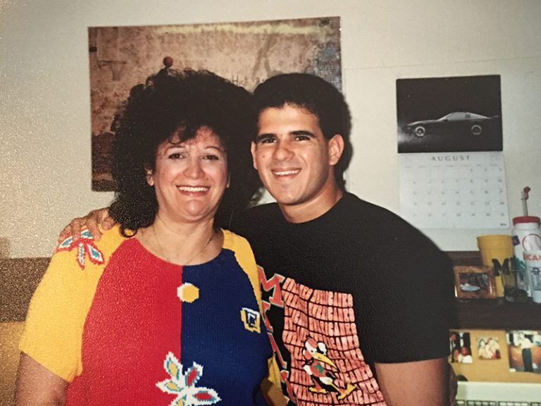 Marcus Lemonis junto a su madre adoptiva