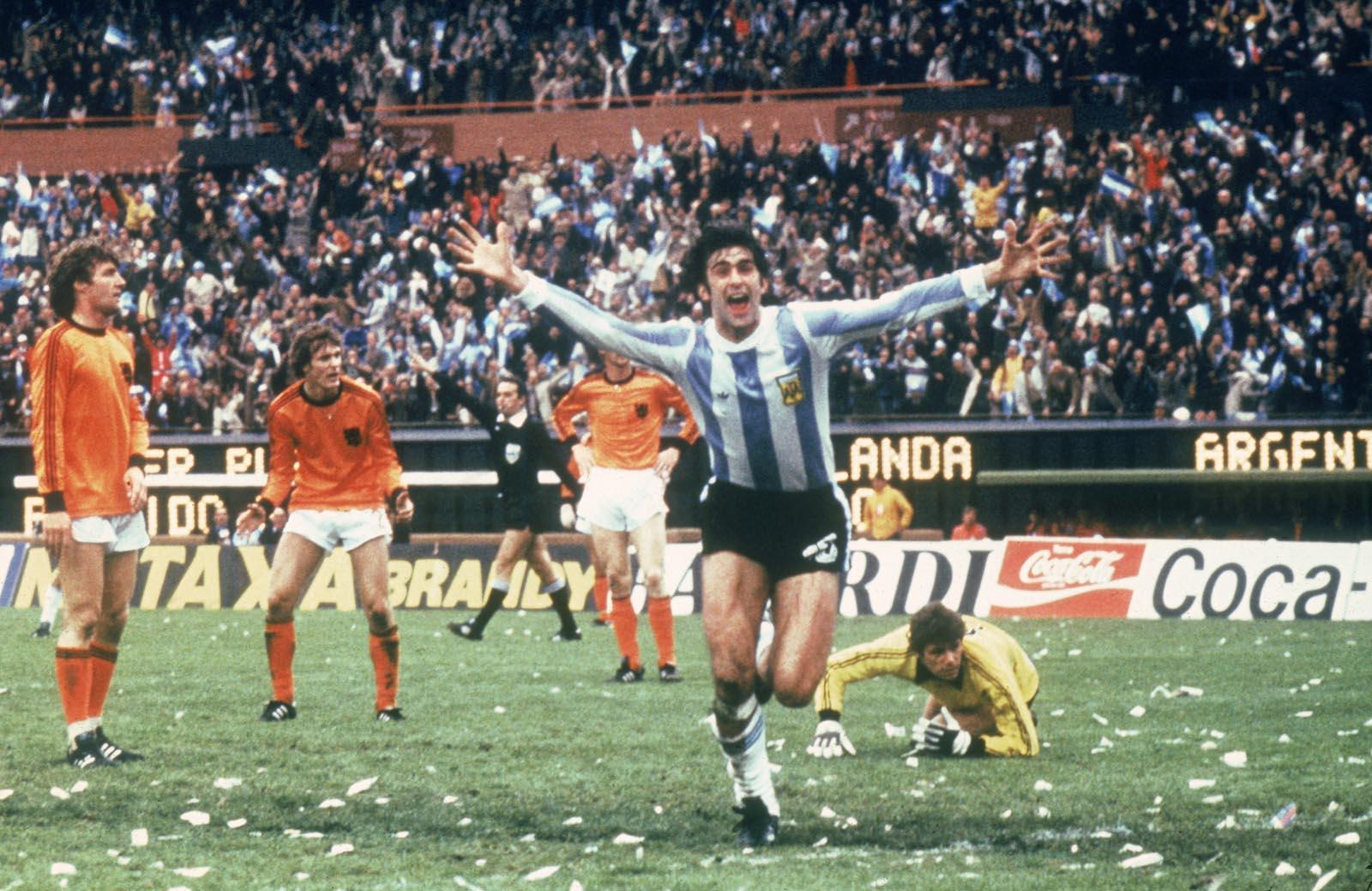 Kempes celebrando uno de los goles en la final ante Holanda es 1978