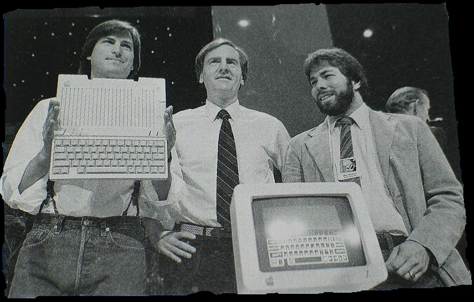 Los fundadores de Apple Steve Jobs y Steve Wozniak y el CEO de Apple John Sculley