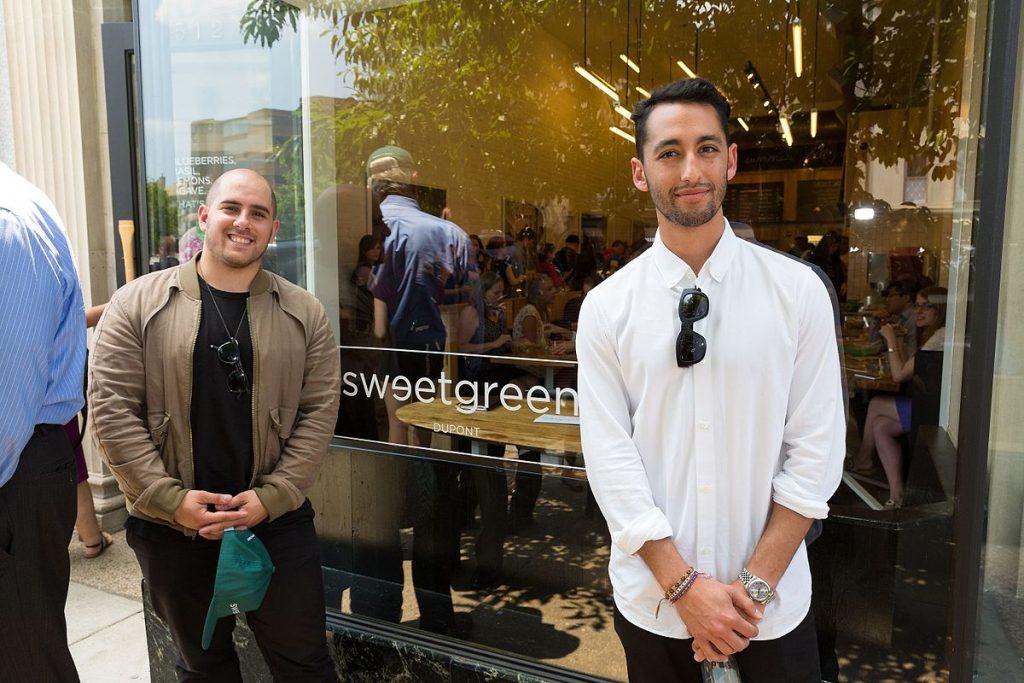 Cofundadores de Sweetgreen en una de las sucursales en 2014