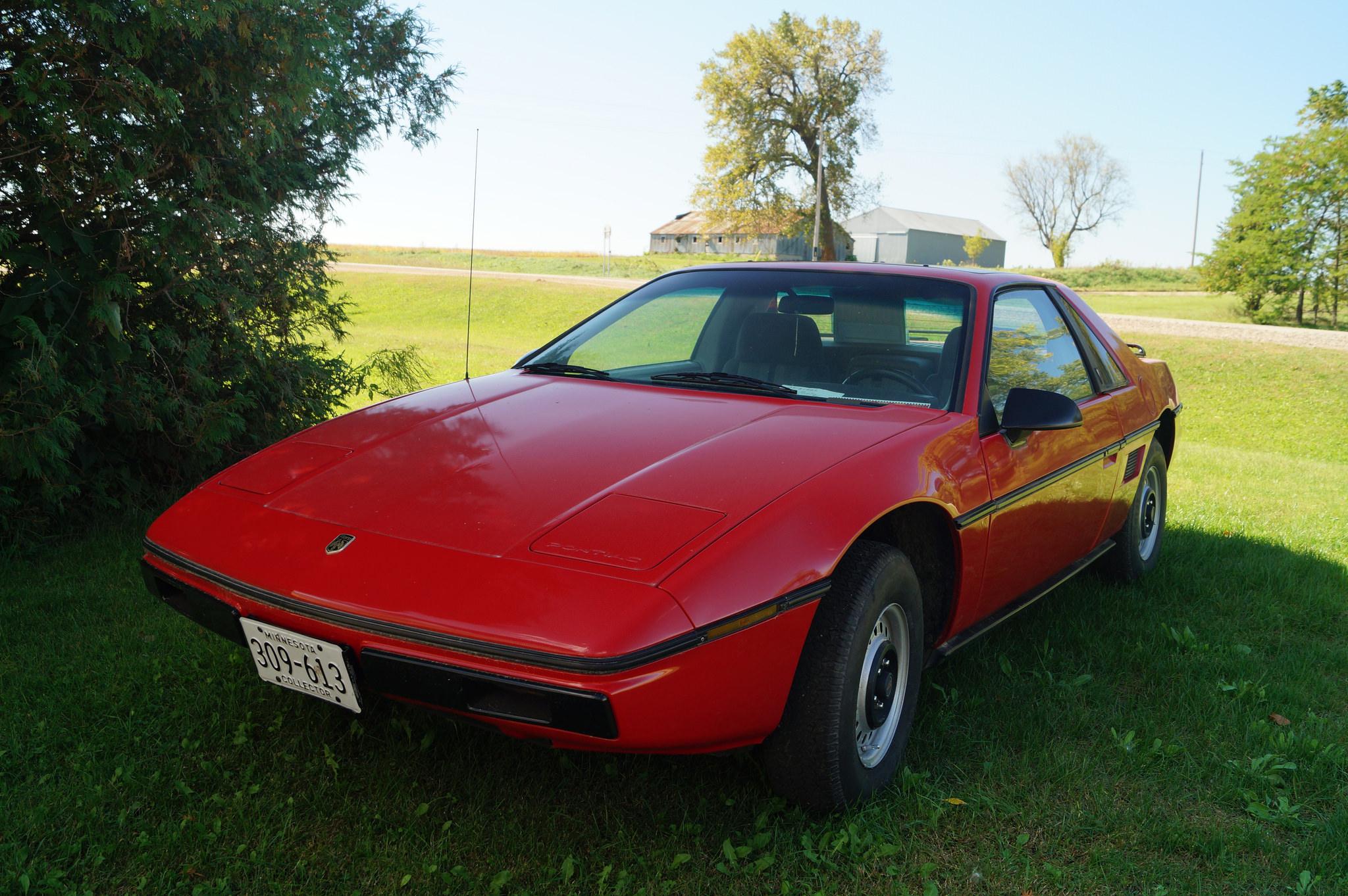 Automóvil Pontiac modelo Fiero